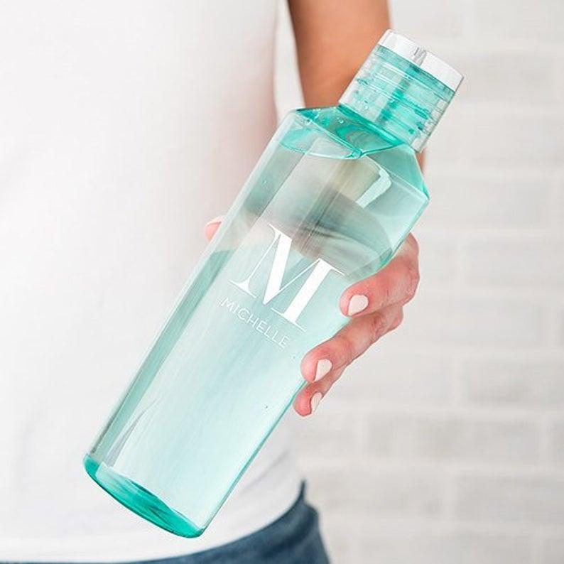 reutilizarea unor sticle din plastic
